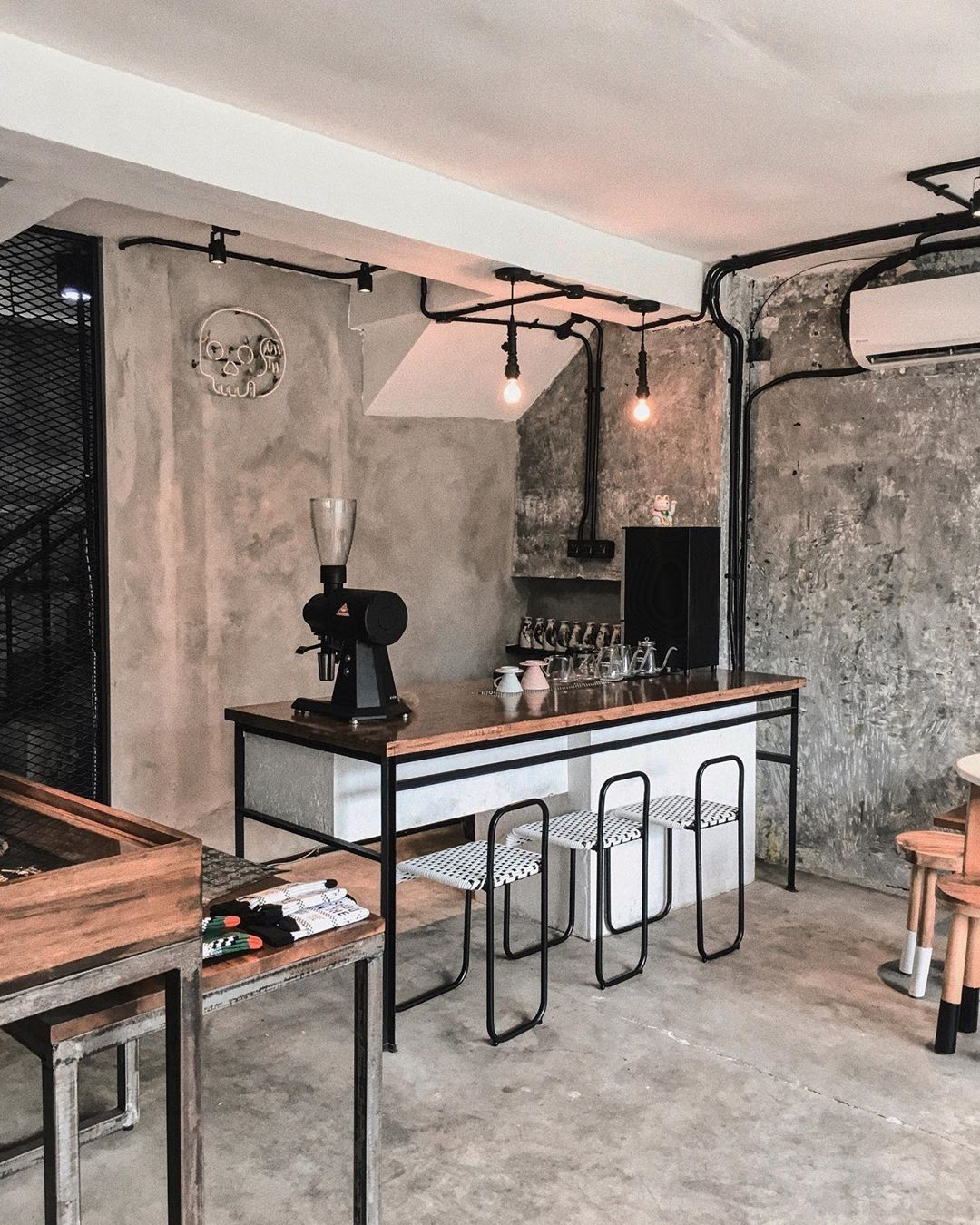 World Of Coffee On Instagram Repost Alex Sandrrr Coffeeshop Coffeecorner Coffeetime Coffee Shops Interior Brew Bar Industrial Coffee Shop