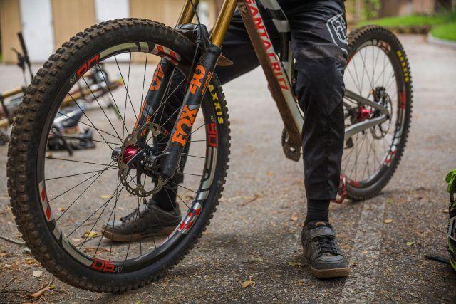 Santa cruz v10 downhill 29in bike greg minaar bici pure lifestyle santa cruz v10 downhill 29in bike greg minaar altavistaventures Choice Image