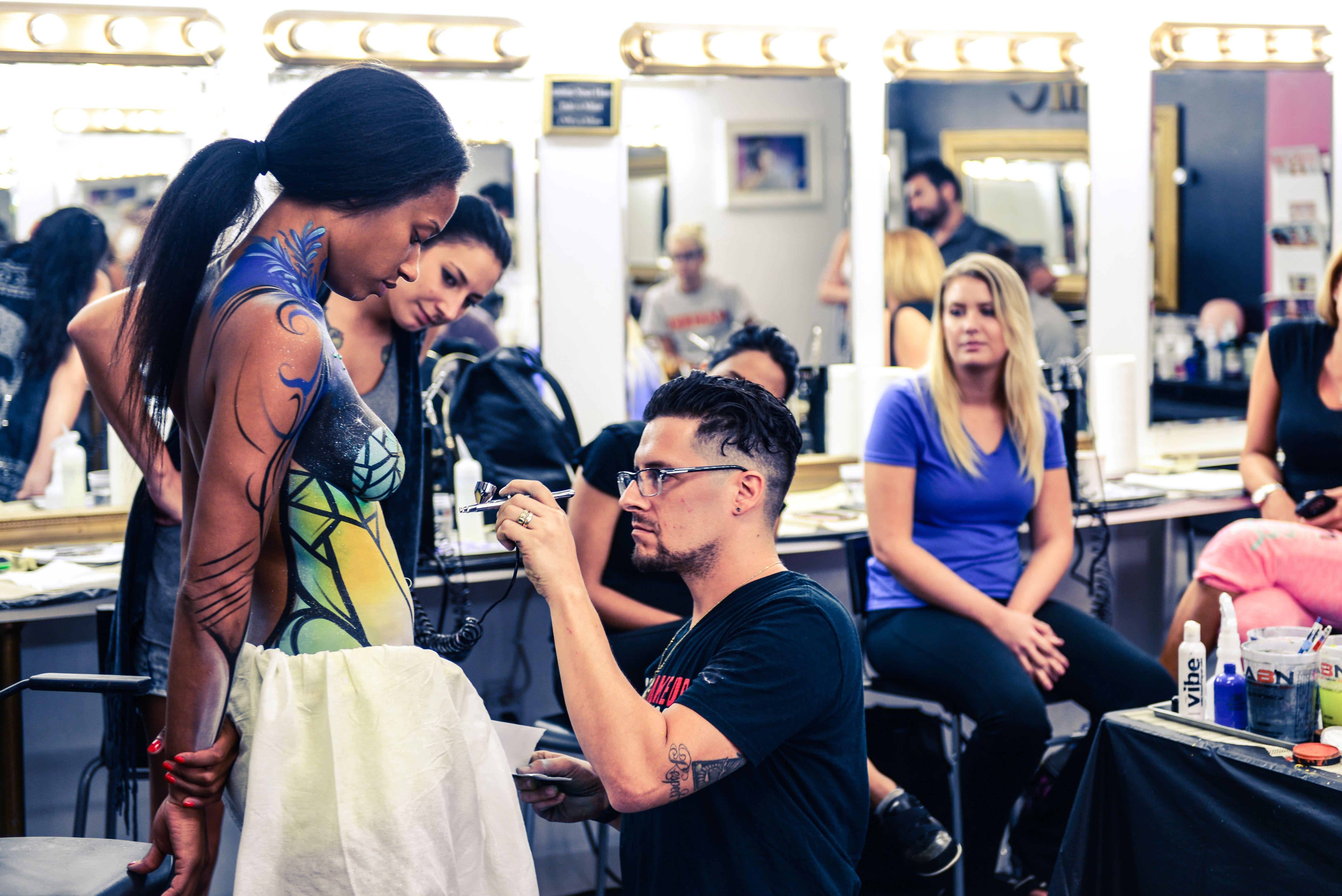 Airbrush Beauty And Bridal Makeup Classes At Cmc Makeup School Learn Airbrush Makeup Application And More At Cmc Makeup Scho School Makeup Makeup Class Makeup