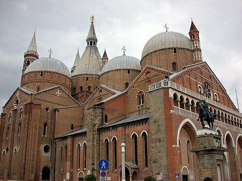 Basilia di San Antonio da Padova, Italia.
