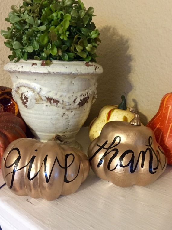 Give Thanks pumpkins Gold color with black writing. both are included in price Can be made with other writing on the pumpkins and in other colors.