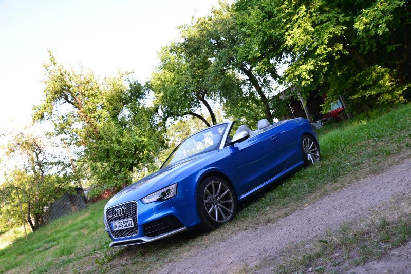 Audi RS 5 Convertible - Tracktest http://www.neuwagen.de/fahrberichte/3703-audi-rs-5-cabriolet--leise-fluestert-der-v8.html