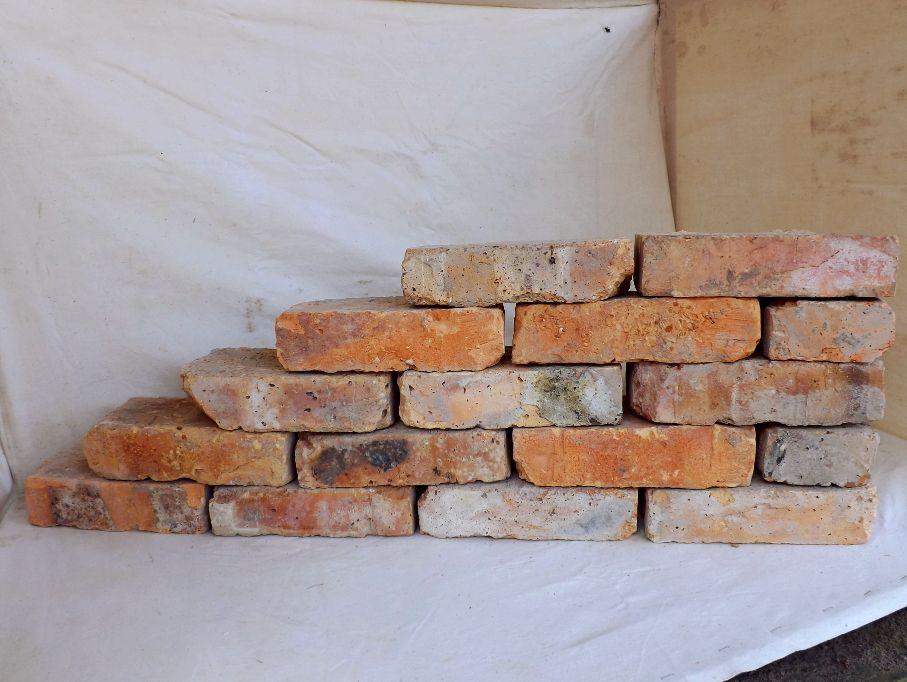 Alte Mauersteine antike rustikale Ziegel Klinker