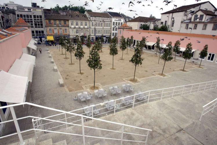 Há 17 ideias para reinterpretar praça com assinatura de Siza Vieira em Viseu - PÚBLICO