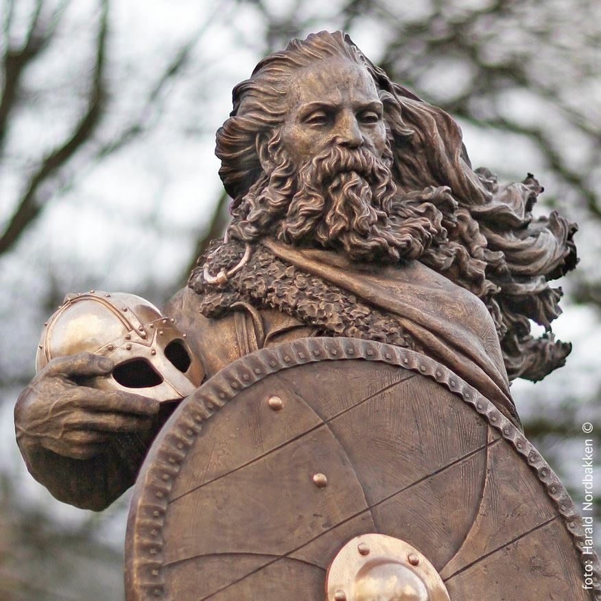 Harald Hårfagre, wood and bronze viking warrior sculpture by Frode Mikal Lillesund