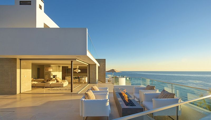 Incredible Beach House In California Brings The Ocean