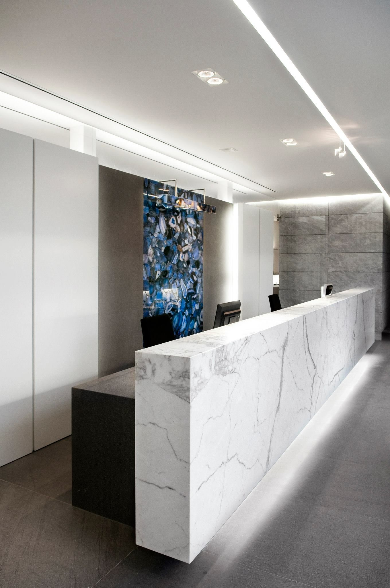 Zulte stone company buro interior recepciones for Mostradores para oficina