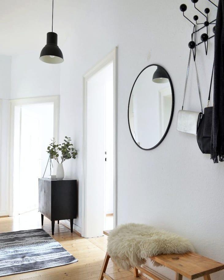 Ein kuscheliges fell sorgt nicht nur auf dem sofa oder for Dachgeschosswohnung dekorieren
