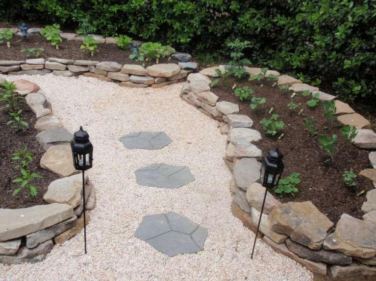 decorare il giardino con i sassi idee fai da te foto 25