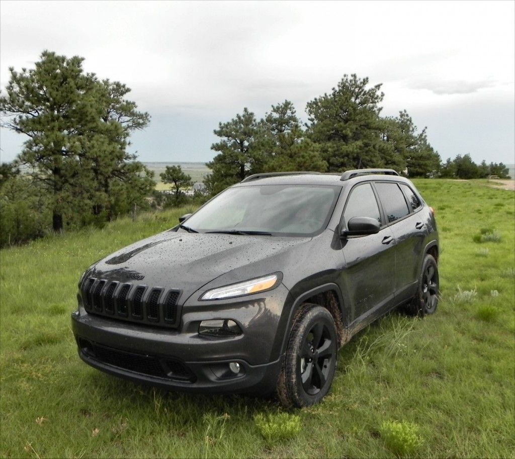 2015 Jeep Cherokee Latitude trees 7 AOA1200px Jeep