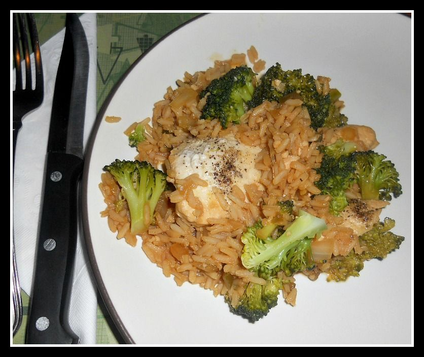 Hezzi-D's Books and Cooks: One Pot Spicy Asian Chicken and Rice #SundaySupper