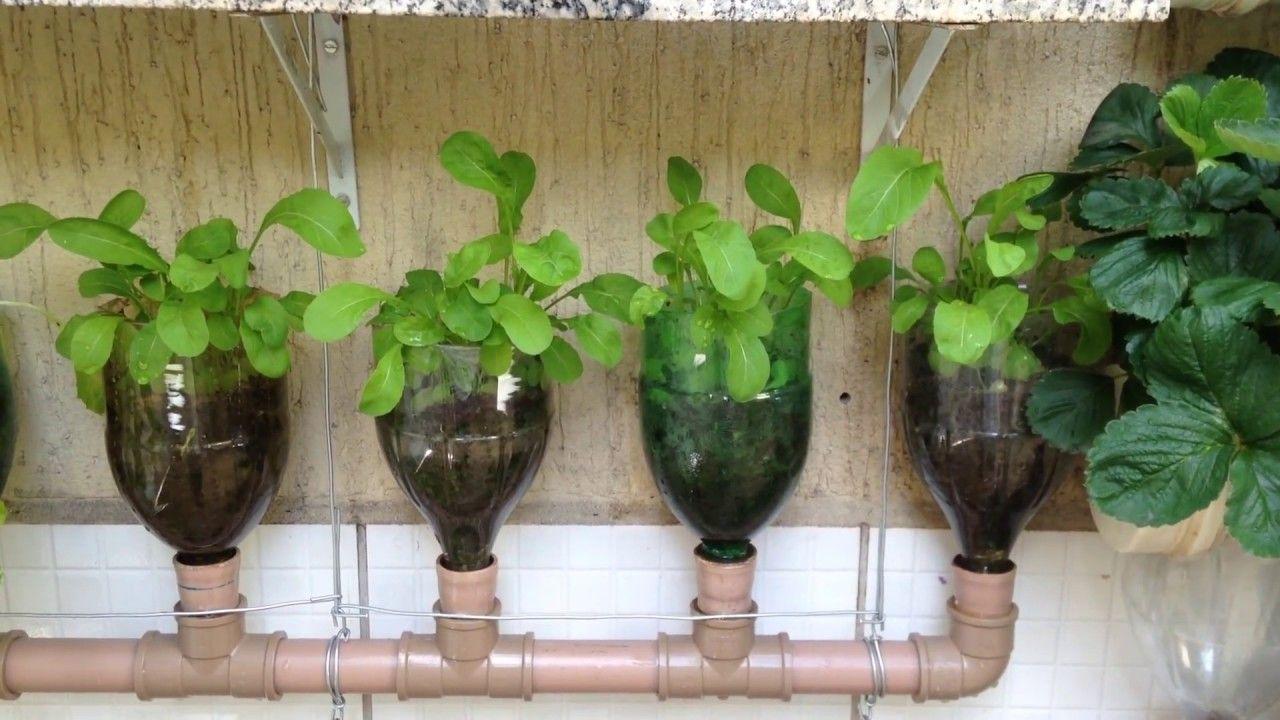Neste Vídeo Veja como fazer uma Horta Vertical com Garrafas Pet, Irrigação Automática por Capilaridade, consegue irrigar por até 6 dias, o resultado é muito ...