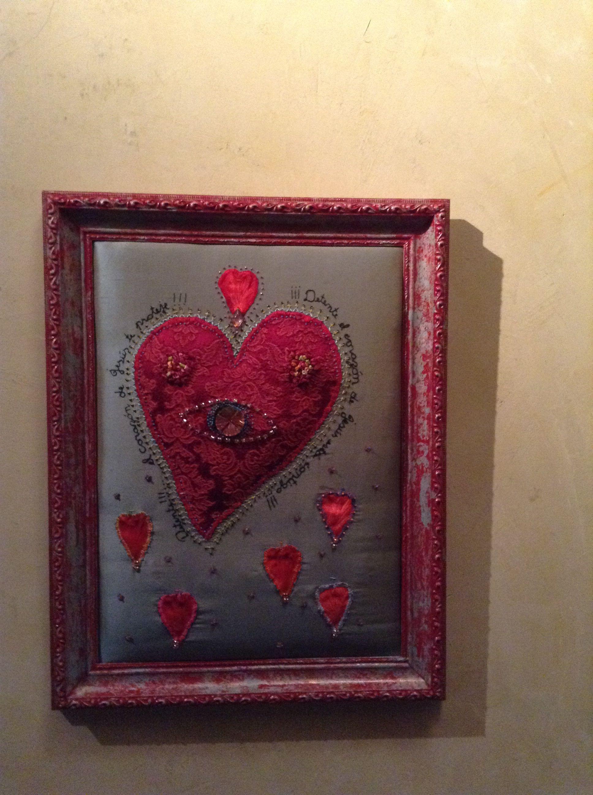 Corazón bordado en seda por Patricia Cave