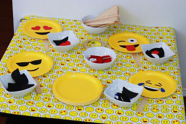 Omg! DIY kids emoji paper plate activity for throwing the perfect emoji-themed birthday & Omg! DIY kids emoji paper plate activity for throwing the perfect ...