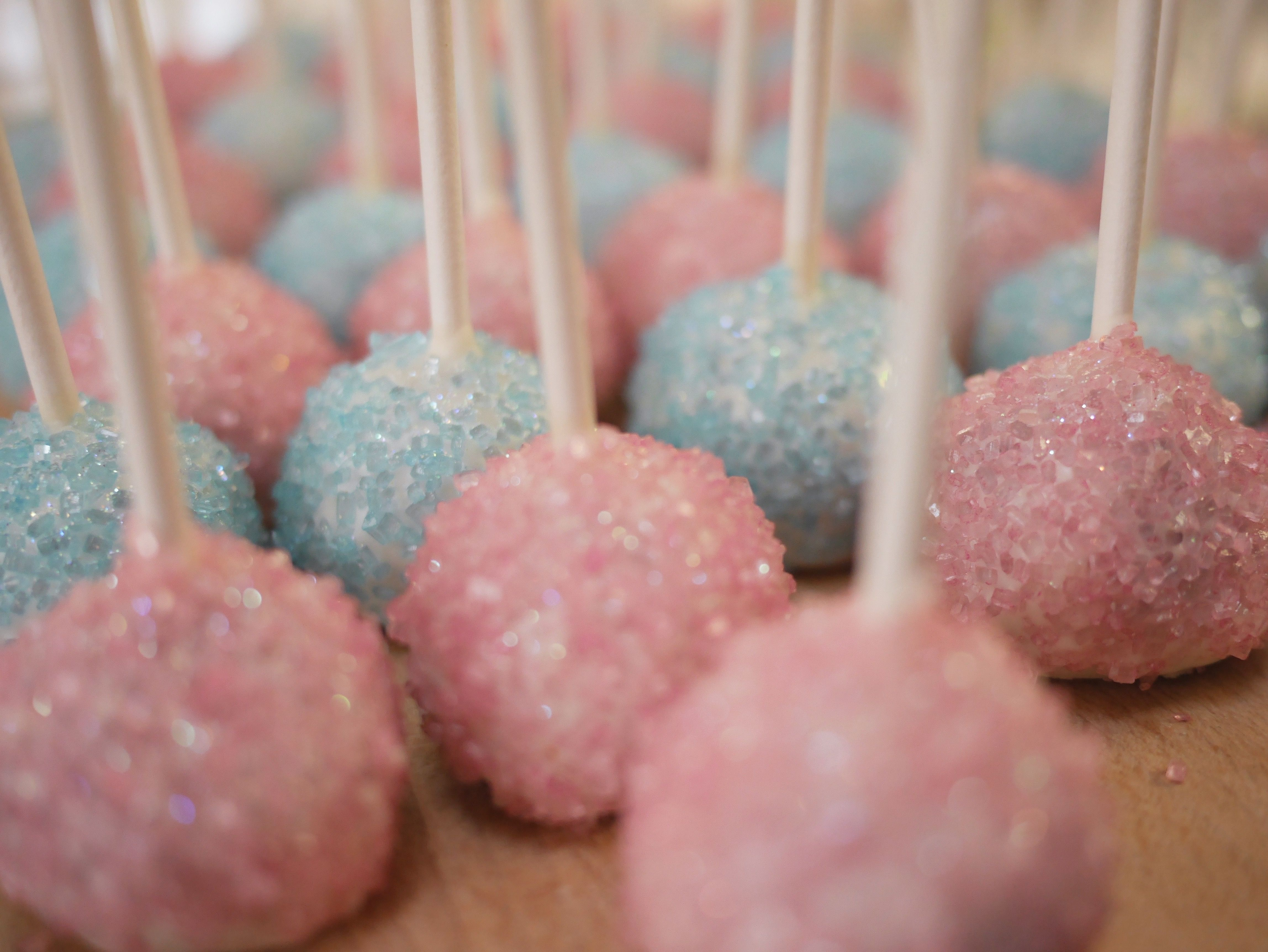 pantone color of the year 2016 rose quartz and bleu serenity pop cake party baby shower idea cute food weeding color baking brownies and colored sugar