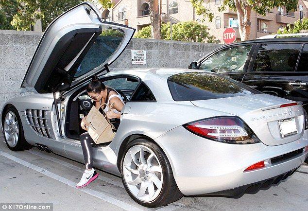 Kim Kardashian Borrows Kanye West S 500 000 Mercedes Slr Mclaren Kardashian Cars Celebrity Cars Kim Kardashian