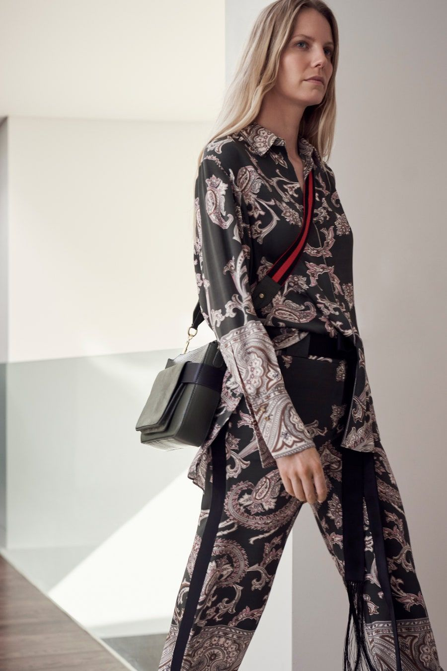 Amanda Wakeley Spring 12 Ready to Wear Fashion Show   Костюм ...