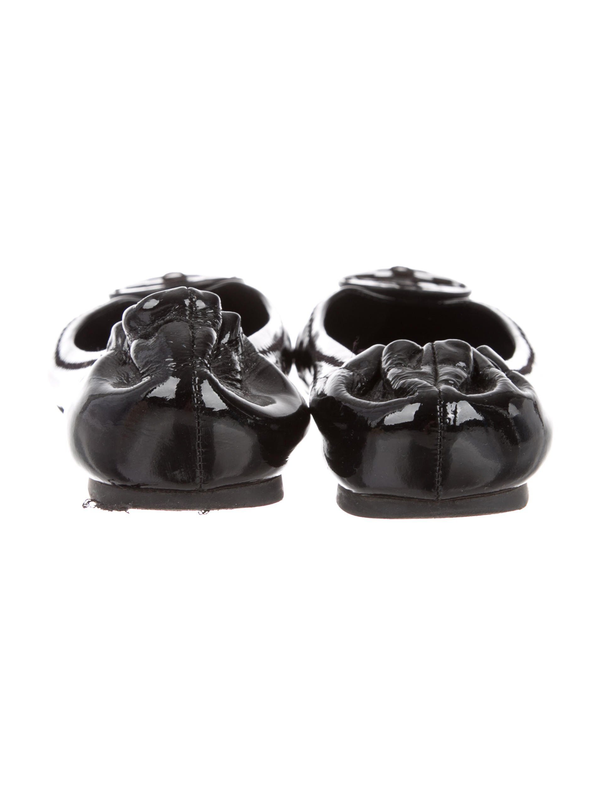 591ceb5bb41f4 Black patent leather Tory Burch flats with round toes