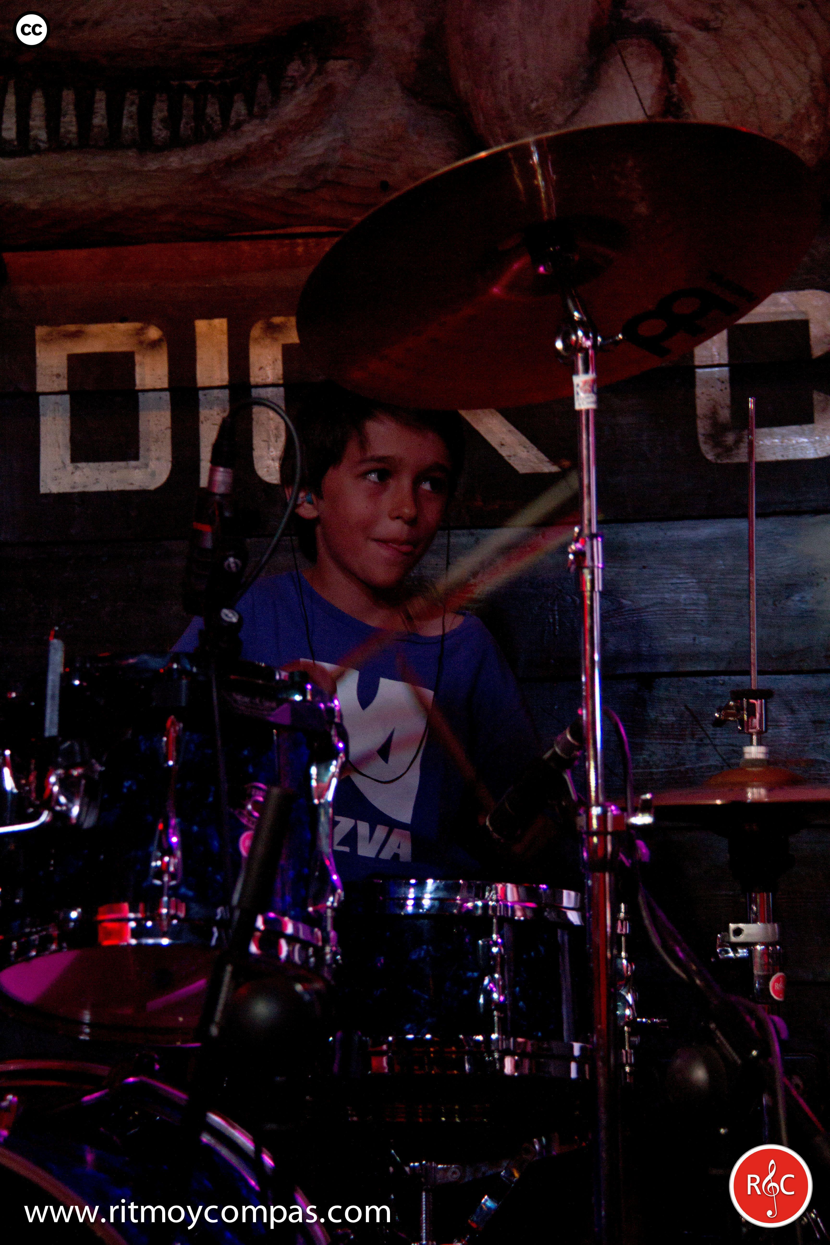 Alumno en un concierto de la Escuela de Musica Moderna Ritmo y Compas. #ritmoycompas #escuela #escuelademusica #alumno #alumna #musica #hortaleza #guindalera #concierto #baterista #bateria #mobydick #niño