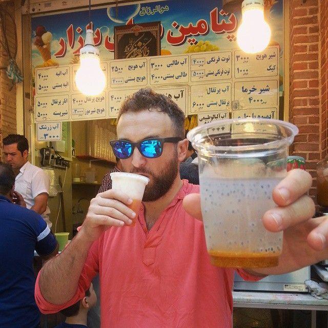 #DargenDAmico Dargen D'Amico: un paio di bodyglasses e un paio di bevande di frutta e semi che non ho capito ma entrambe ottime. e sei fresh anche a 40 gradi.