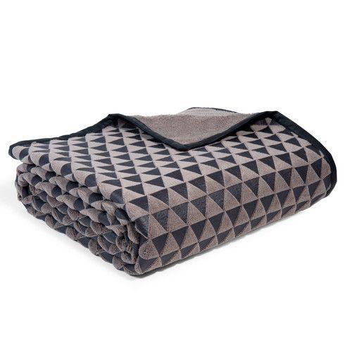plaid motif triangles en tissu taupe 150 x 200 cm primark maison du monde action ikea