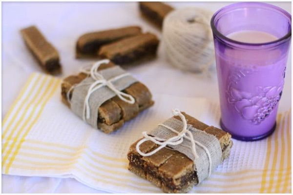 Raw fig bars...MMMMM made my own before and they were delicious, must try these soon and see if they compare