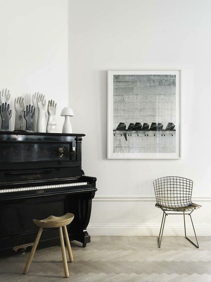 A Black Piano In The Home Of Interior Stylist Lotta Agaton I Remodelista Decoration Noir Et Blanc Interieurs Suedois Idee Deco Maison
