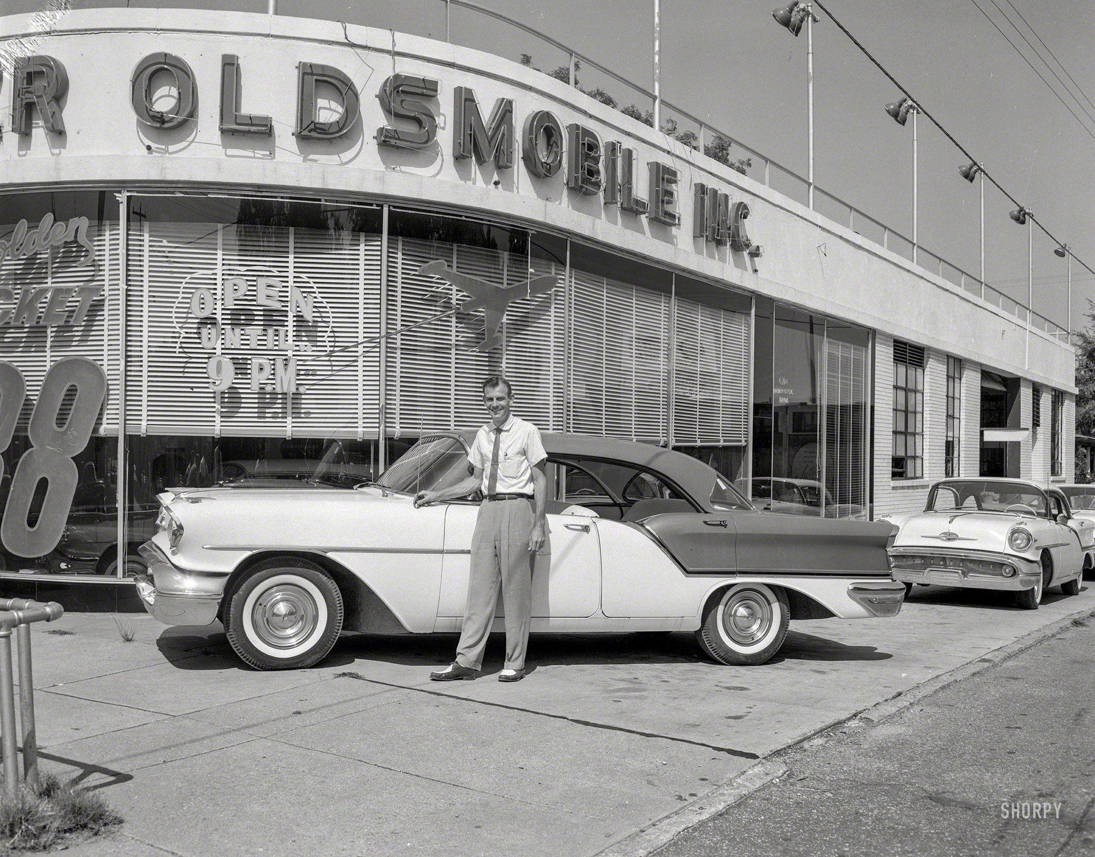 Golden Rocket 1957 High Resolution Photo Chevrolet Dealership Car Dealership Old Used Cars