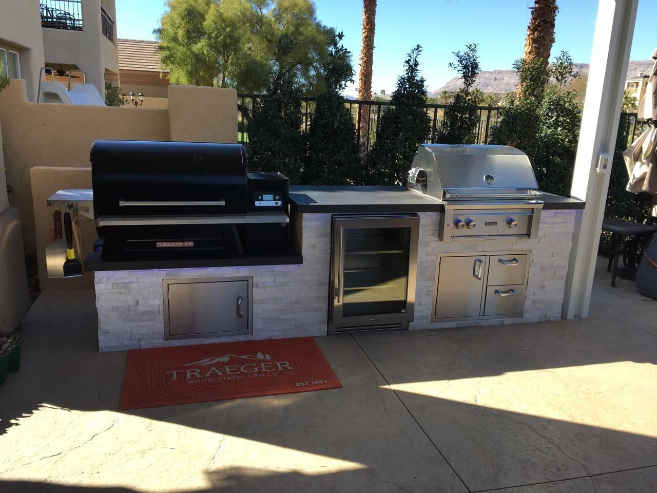 Traeger 1300 Arctic White Stone With Dekton Countertop Front Side Bbq Concepts L In 2020 Outdoor Kitchen Ideas Awesome Outdoor Kitchen Design Outdoor Kitchen Patio