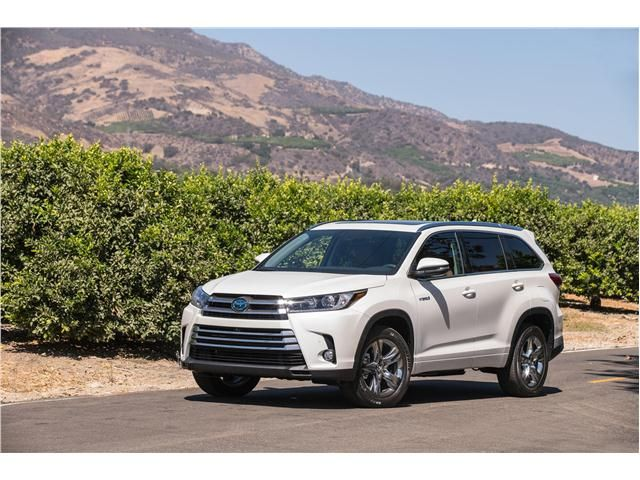 The Toyota Highlander Hybrid Is Ranked 1 In Midsize Suvs By U S News World Report See Review Prices Pictures And All Our Rankings