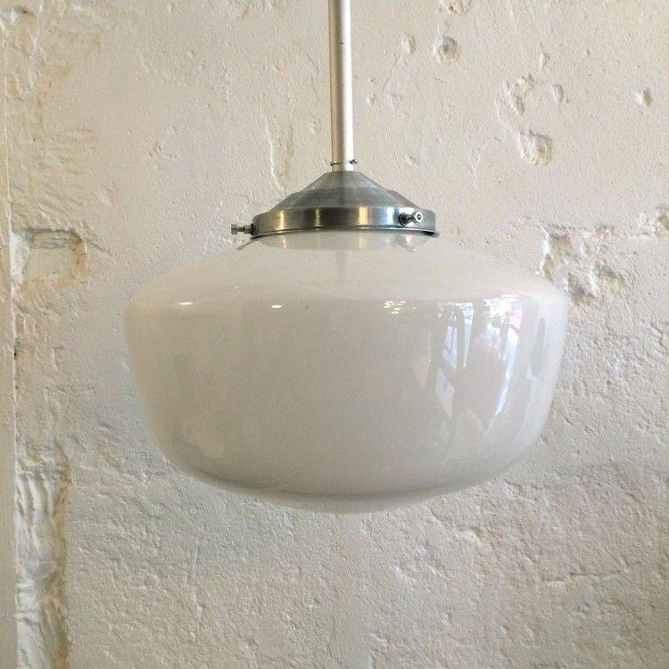 suspension plafonnier globe opaline blanche vintage. Black Bedroom Furniture Sets. Home Design Ideas