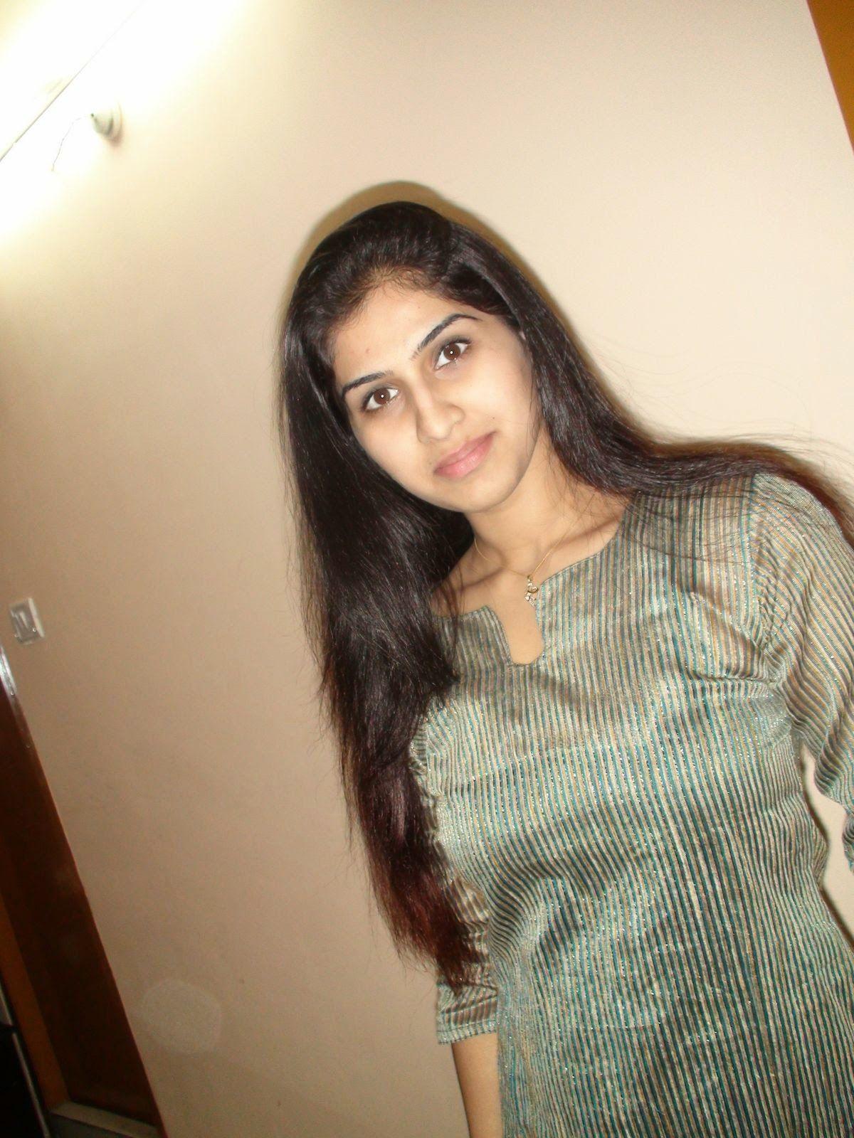 Indian Desi Hot Housewife At Home Photos