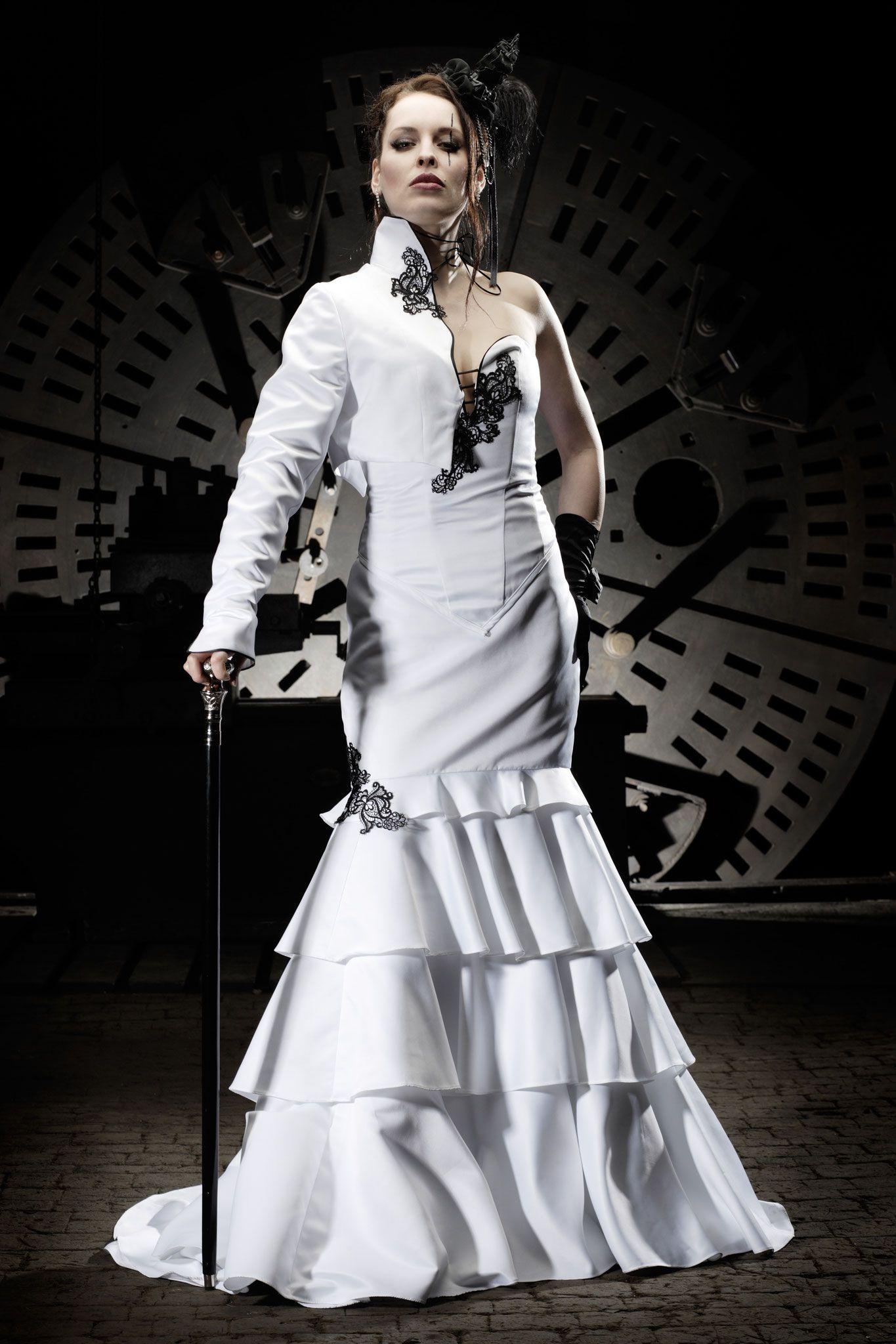Schwarz weißes Brautkleid von Lucardis Feist: \