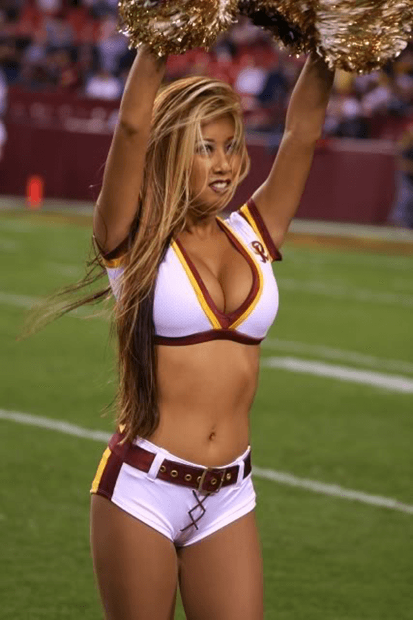 Nfl cheerleader wardrobe malfunction