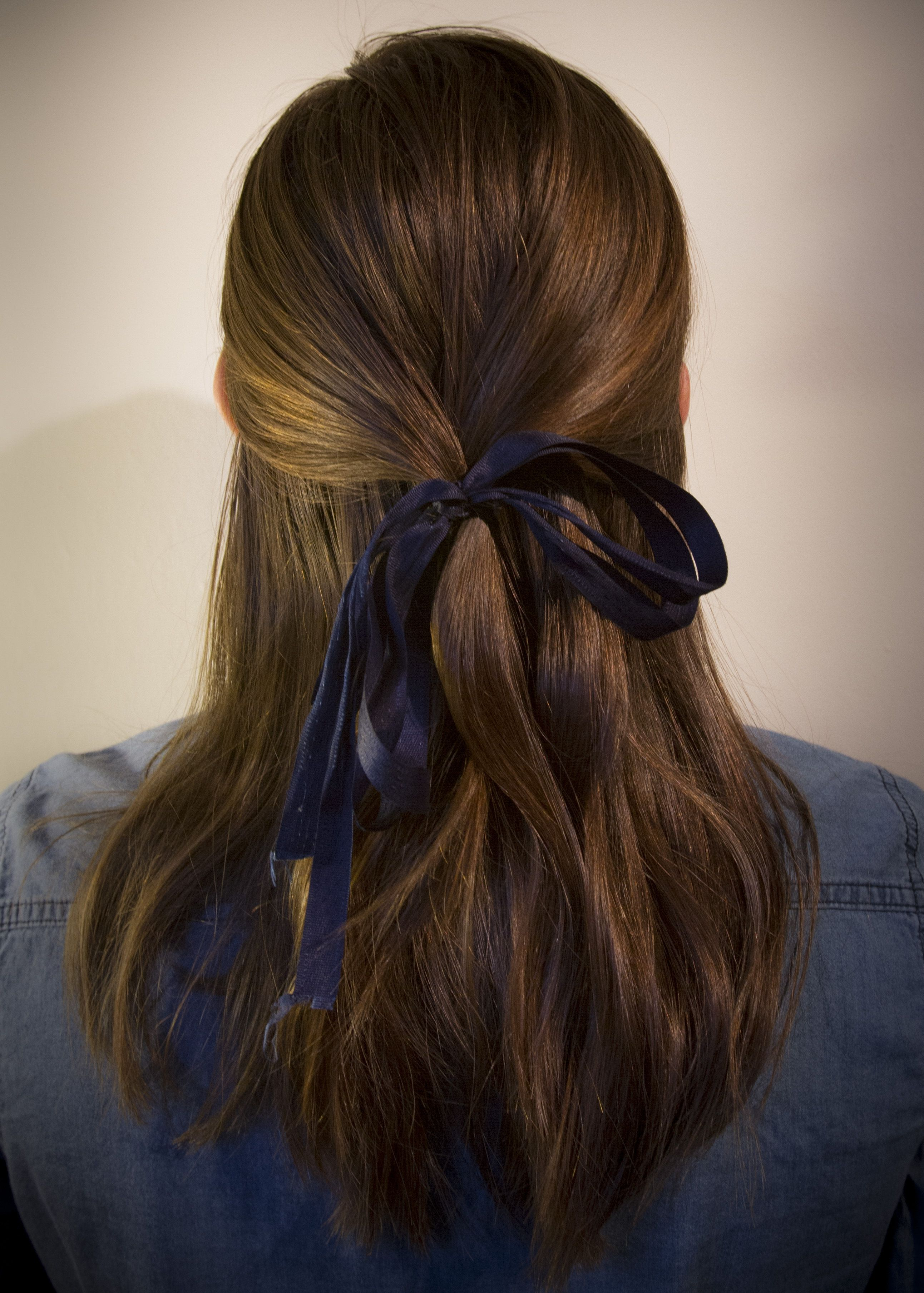 ribbon hair style how to adding a ribbon to your hairstyle ponytail hair 6595