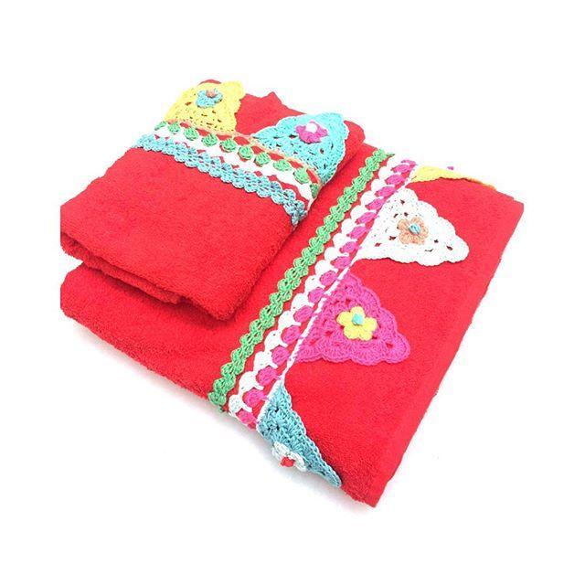Poco tiempo he tenido, pero si, si que he hecho algún conjunto #ajuego de #toalla y #capazo. Estas, las toalllas #aunquedaverano #crochet  #ganchillo  #ganxet