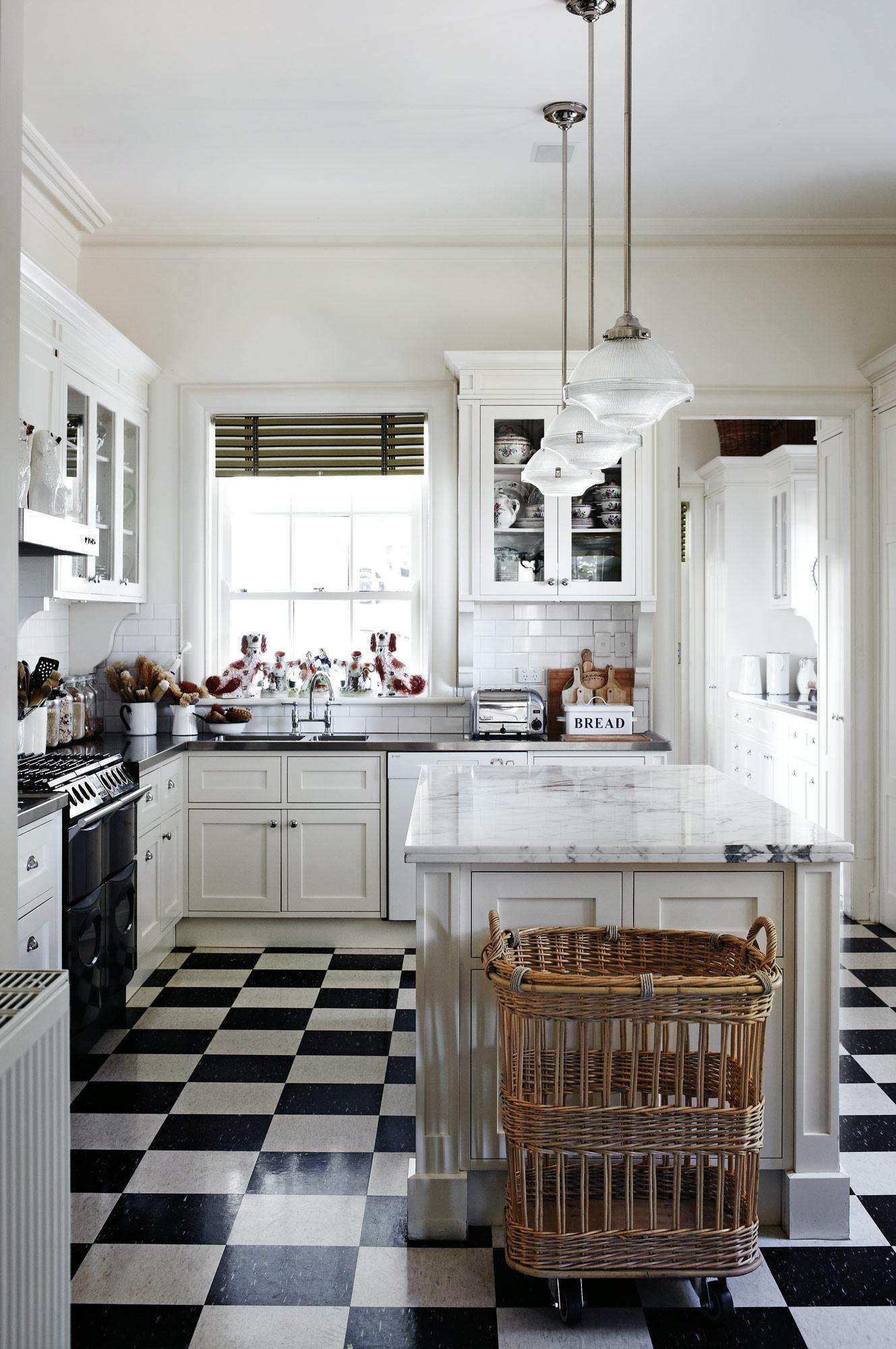 A Charming Countryside Cottage The Glam Pad English Country Kitchens Kitchen Style Country Kitchen Decor