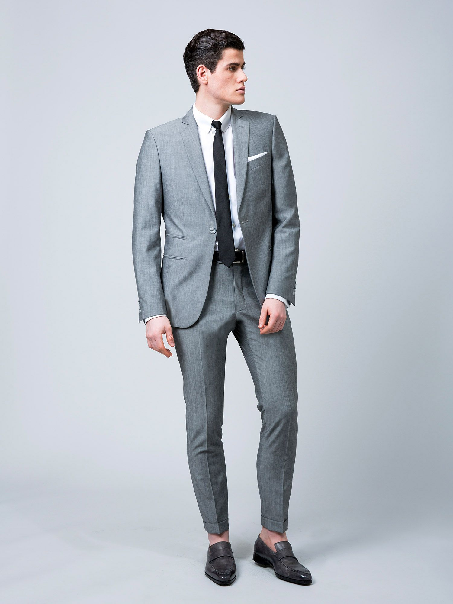 Costume sur mesure, en toile laine et mohair super 120 s, 1 bouton, revers  étroits, 2 poches droites avec poche ticket, sans rabats, 730 € 554f8563116
