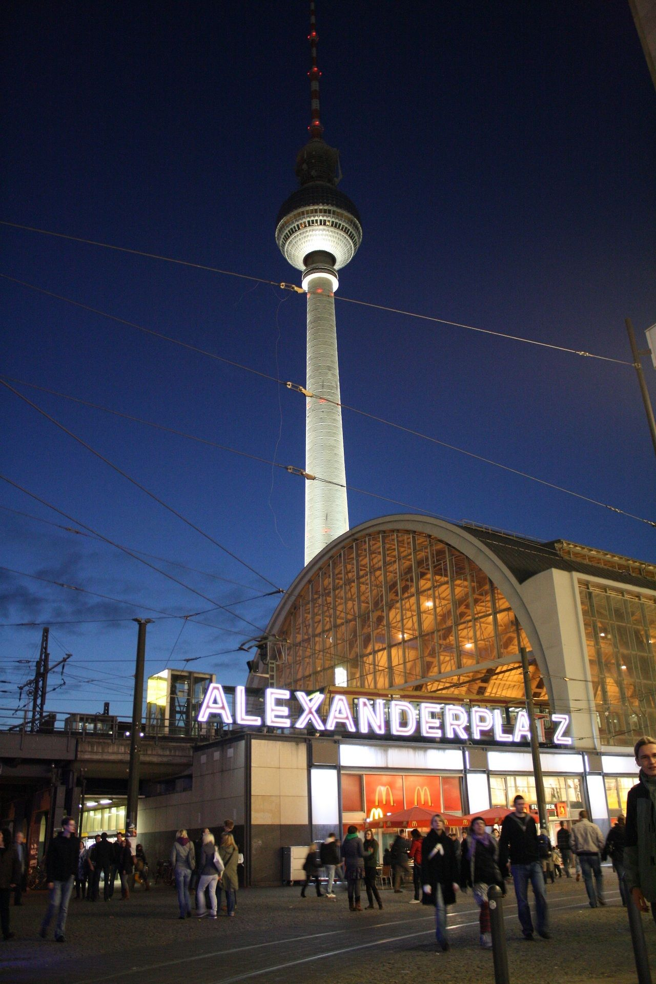 Der Alexanderplatz Is A Large Public Square And Transport Hub In The Mitte District Of Berlin Near The Fernsehturm Locals Oft In 2020 Berlin Berlin Germany Germany