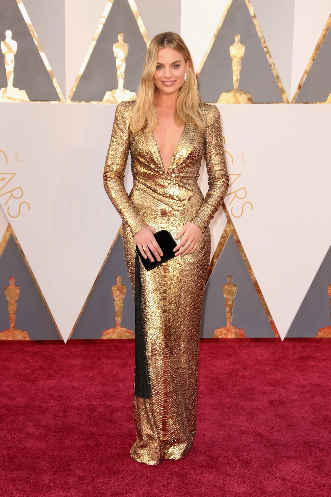 Margot Robbie Goes for Gold With Her Red Carpet Look at the Oscars af69adca940