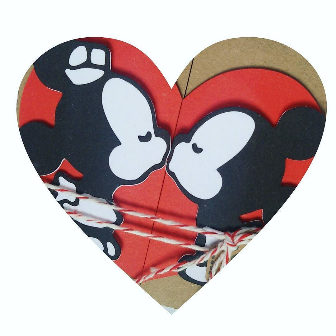 - O dia mais romântico está chegando...  #diadosnamorados #valentineday  #love #quesejadoce #feitocomamor #meuspapeis #scrap #pedacinhodeamor #silhouettebrasil #silhouetteamerica #artepapeletesoura #yasminebraga by artepapeletesouraatelie