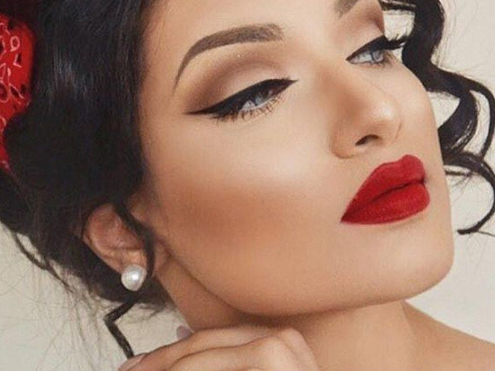 Roter Lippenstift für jeden Anlass – Gesellschaft19