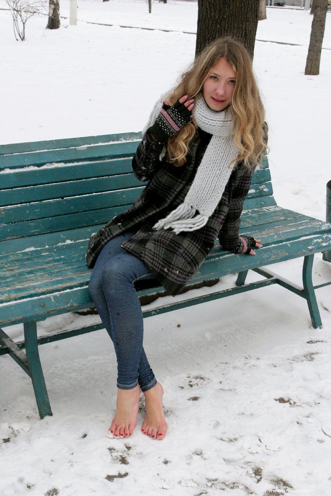 Share public barefoot teen girls