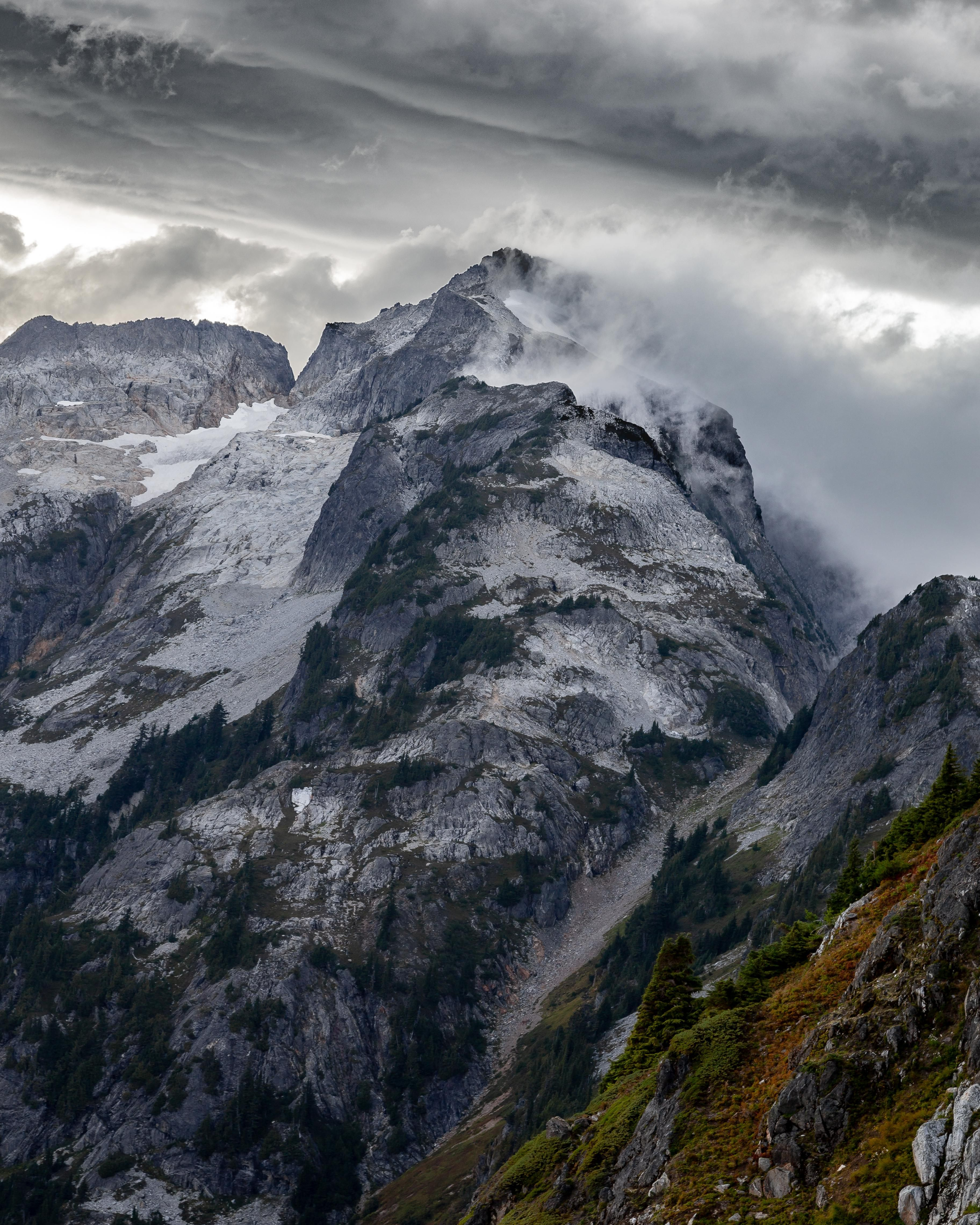 Stormy weather in the North Cascades [OC] [3648x4560