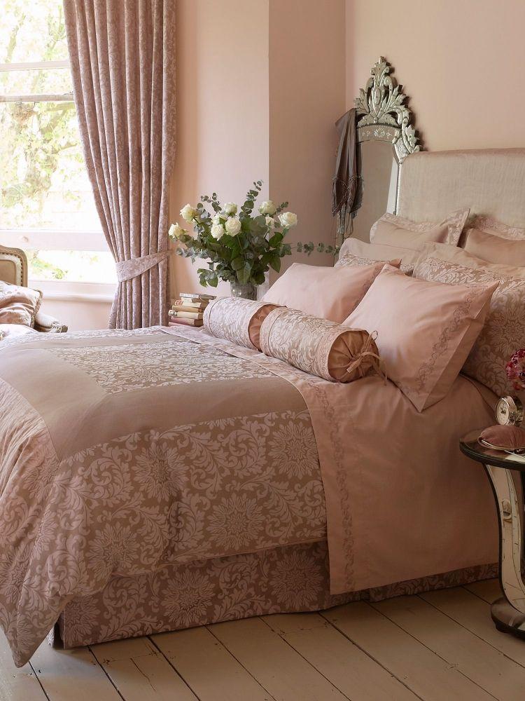 Luxus Schlafzimmer in hellen Nuancen Altrosa und schöner - schlafzimmer romantisch