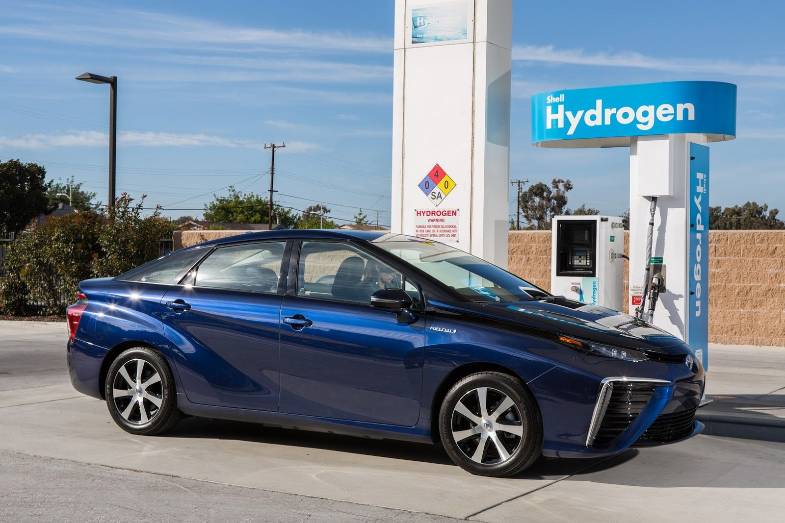 Toyota Partners With....Shell For Hydrogen Fuel Stations