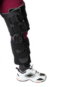 5a441c3993 A knee brace is usually worn for a few weeks after patella fractures to keep  the knee in extension