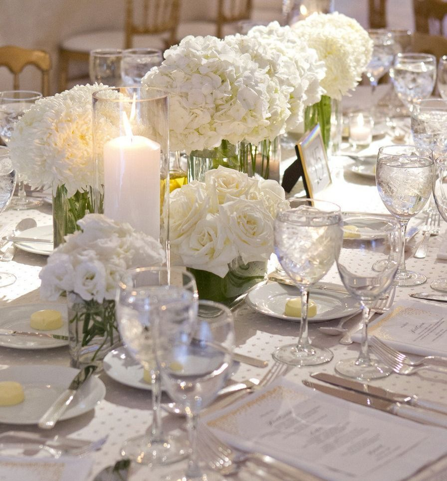 Flower table decorations - Charming Wedding Table Decoration With Various White Flower Wedding Table
