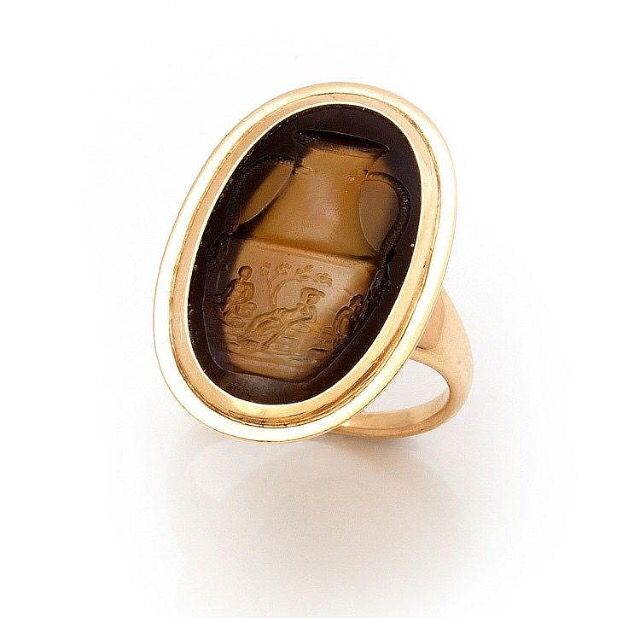 Antique gold and agate intaglio seal ring