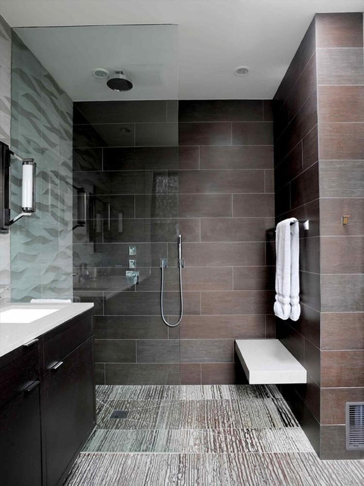 salle de bain avec douche italienne demi-ouverte verre transparent